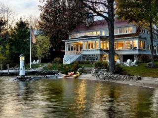 обои Красивый дом на берегу озера фото