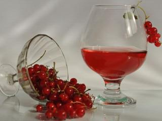 обои Натюрморт - Красная смородина- алый виноград,   кисти наливаются,   так чаруют взгляд фото