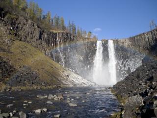 обои Водопад Заполярья с радугой фото