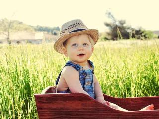 обои Ребенок в соломенной шляпе фото