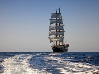 обои Корабль с парусами на синиве морской воды фото