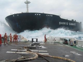 обои Два крейсера попали в штиль фото