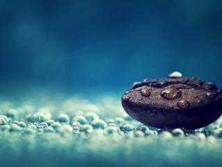 обои Капли воды на камне и поверхности фото
