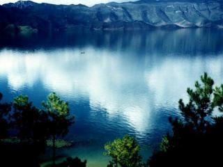 обои Водная гладь озера фото
