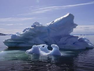 обои Одинокие айсберги в океане фото