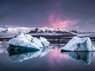 обои Айсберги в темном океане фото