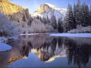 обои Зимняя речушка в горах фото
