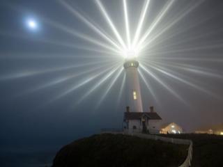 обои Очень яркий маяк фото
