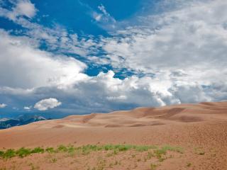обои Облачное небо над песочными дюнами фото