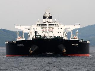 обои Танкер плывет в заливе фото
