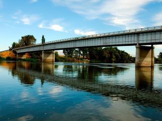 обои для рабочего стола: На реке спокойной мост