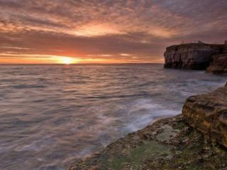 обои Скалистый берег и морской закат фото
