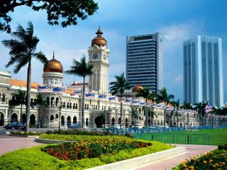 обои Городская ратуша и ряд зданний фото