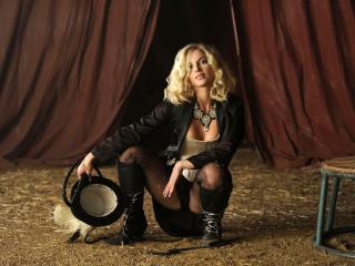 обои Britney Spears в образе дрессировщицы фото