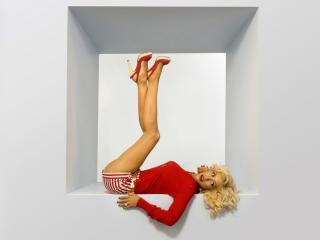 обои Christina Aguilera не вписывается в куб фото