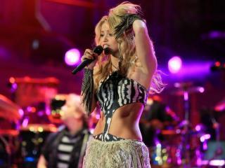 обои Shakira во время шоу фото