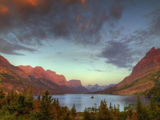 обои Русло рики в низовье горных вершин фото
