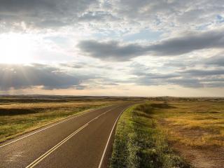 обои Дорога среди равнин широких фото