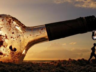 обои Большая бутыль на пляже