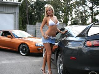 обои Девушка у своей машины фото