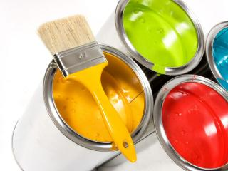 обои Четыре цвета красок и кисточка фото