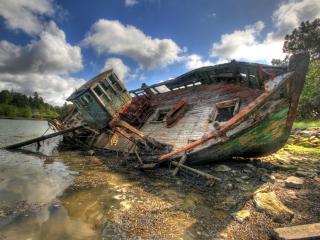 обои Старый корабль на берегу фото