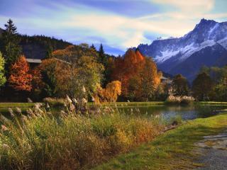 обои У пруда ранняя осень фото