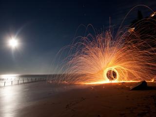 обои Яркие круги на берегу моря фото