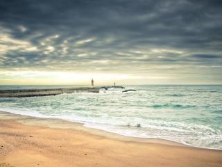 обои Маяк среди бушующего моря фото