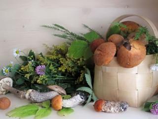 обои Грибы в лукошке и полевые цветы фото