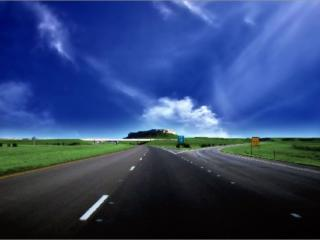 обои Дорожная развилка под синем небом фото