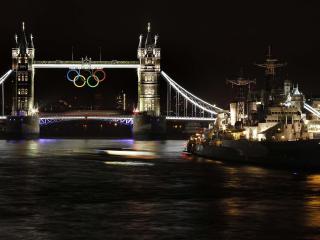 обои для рабочего стола: Крейсер у моста лондона