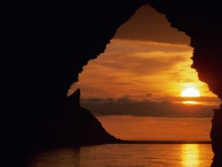 обои Заходящеe солнце и скалы фото