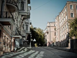 обои Здания у дороги фото