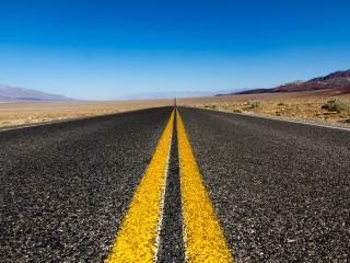 обои Дорога с двойной желтой полосой фото