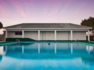 обои Большой бассейн у дома фото