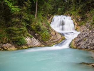 обои Красивый водопад в лесу фото