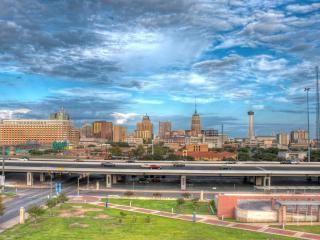 обои Панорамный вид автомобильных дорог у города фото