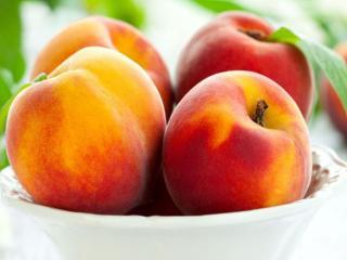 обои Персики в тарелке фото