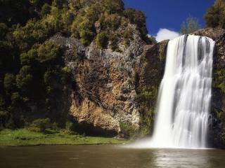 обои Искрится пенистый водопад фото