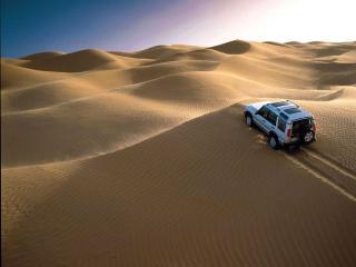 обои Land Rover в пустыне фото