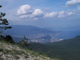 обои Город в ущельи горы фото