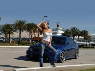обои Девушка на фоне синего авто у обочины фото