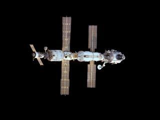 обои Спутник парит в космосе фото