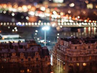 обои Блики над зданиями города фото