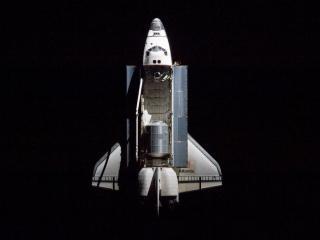 обои Полет шатла в космосе фото