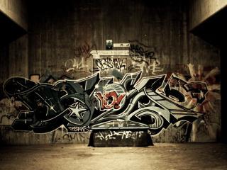 обои Граффити на стене в проходе фото