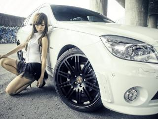 обои Азиатка у белого авто фото