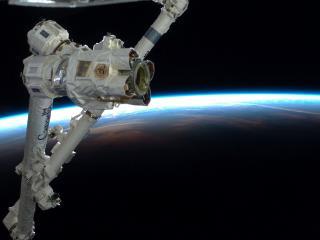 обои Часть спутника на фоне земли фото