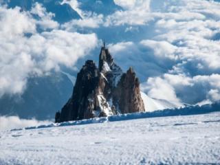 обои Снег и горы в облаках фото